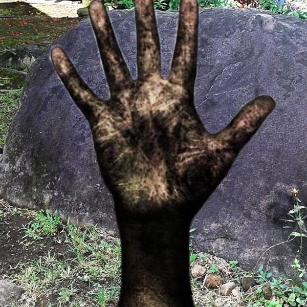 La Mano que salió de la piedra